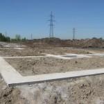 Вадима Туманова 4 уже нанесли оси на бетонную подготовку и начали завозить каркасы, в ближайшее время начнем устанавливать опалубку.