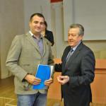 Диплом вручает глава района Борматов Василий Владимирович