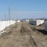 Запасаем сибит в прок и сушим его до строительной влажности, чтоб избежать усадки в конструкции и появления трещин в стенах.