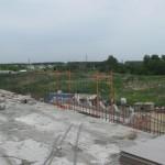 Здесь парапет будет высотой 4 метра. Из-за высокой ветровой нагрузки, сделае его из монолитного бетона с контрфорсом.