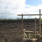 Июль 2010 года. Начали вертикальную планировку Квашнина. Дедовским методом с обносками и «визиркой»