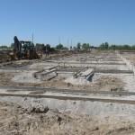 Озерная 3а устанавливаем опалубку для бетонной подготовки.