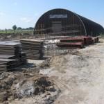 Парковая 17 Приготовили новую опалубку и арматурные каркасы для монтажа фундамента.