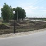 Продолжаем завозить землю на крошечный клочок земли площадь в один Га между нашей дорогой и Толмачевским шоссе, завезли уже больше 1000 камазов