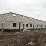 20-я секция завтра примет бетон в армопояс и к следующему отчету на ней вовсю будут трудиться кровельщики и каменщики.