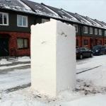 Снежная глыба, из которой жители могут вырезать снежную фигуру. Выбрать можно на сайте