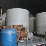 Уютненько расположились емкости с суточными запасами чистой воды