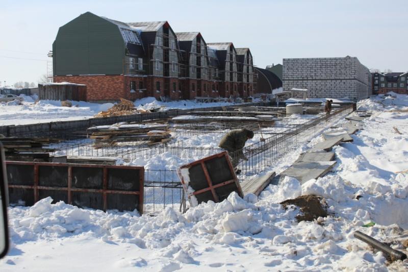 Парковая 8 идет монтаж каркасов, системы прогрева бетона и опалубки фундамента