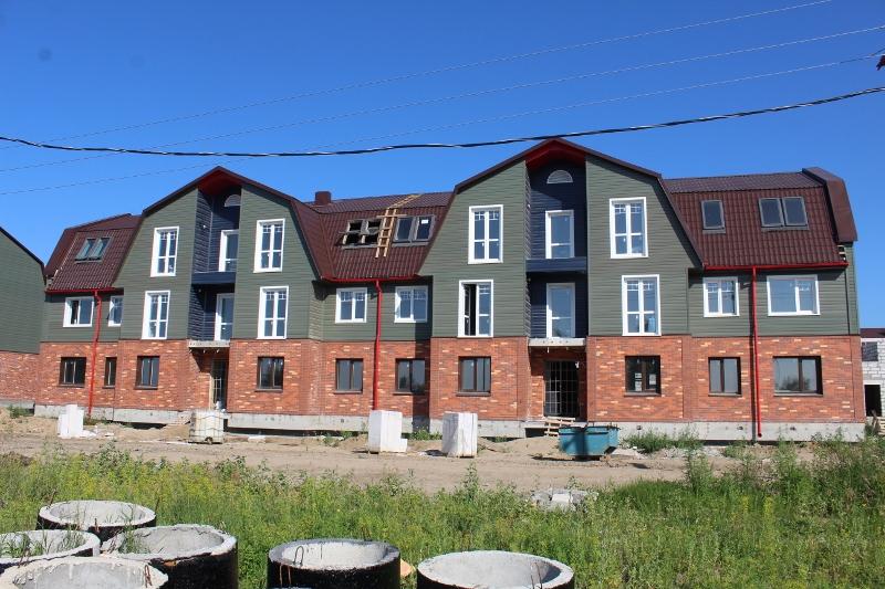 По традиции фото дворового фасада многоквартирного дома по адресу ул. Парковая, 11.
