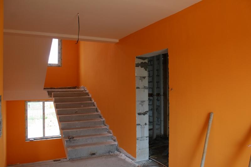 Парковая, 11. Подъезд №1, этаж №2. Закончили покраску стен.