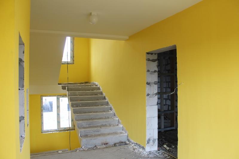Парковая, 11. Подъезд №2, этаж №2. Закончили покраску стен.