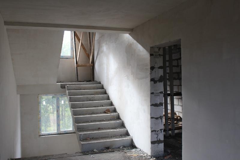 Вадима Туманова, 1а. Оштукатурили стены в подъездах дома.