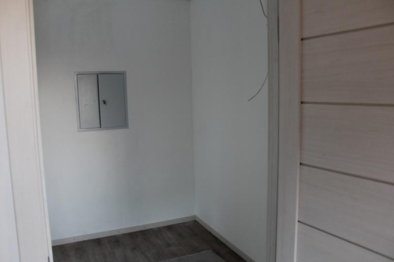 Вторая дверь тамбура. Вид на прихожую.