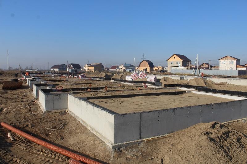 Квартал Согласия, 3. Идут подготовительные работы по утеплению и выравниванию песка перед бетонированием пола первого этажа.