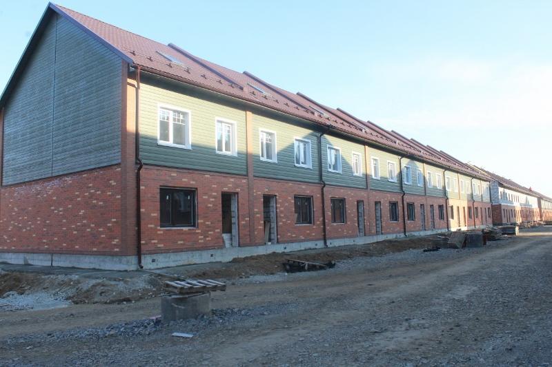 Парковая, 10. Вид на главный фасад. Ведутся работы по монтажу внутренних инженерных систем.