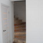 Лестница на 2-й этаж. В ближайшее время будет обшита ковролином.