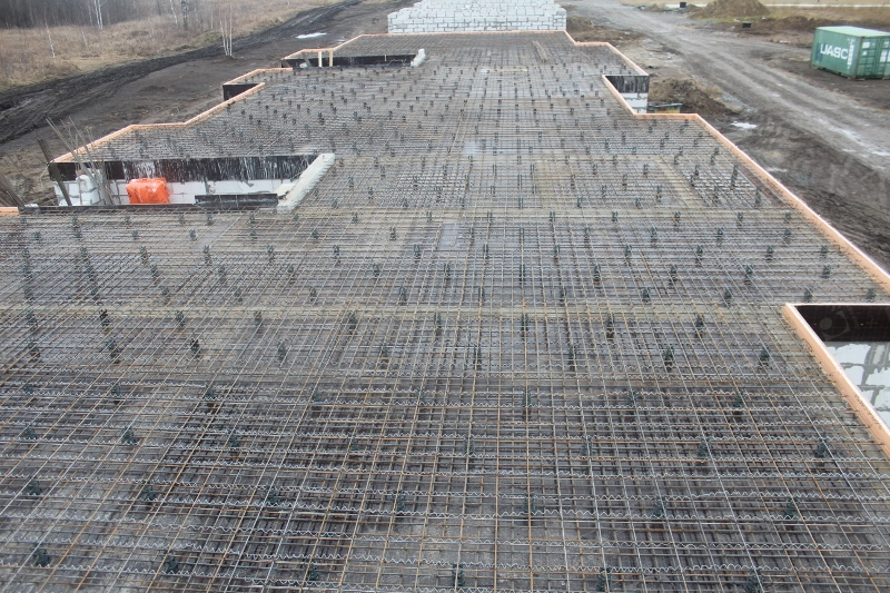 Квартал Согласия, 1. Выполнили армирование и раскрепление опалубки монолитного перекрытие на второй половине дома первого этажа. Осталось проложить коммуникации и на следующей неделе примем бетон.