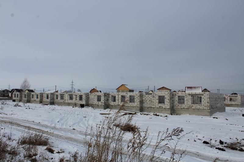 Квартал Согласия, 3. Полностью подняли стены первого этажа.