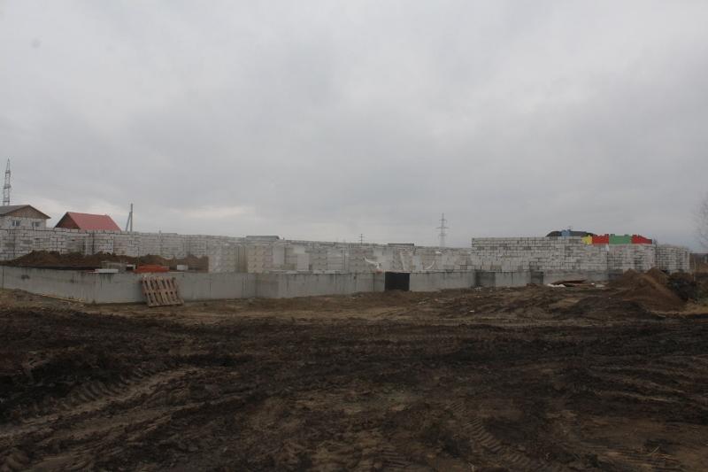 Квартал Согласия, 3. Подняли стены первого этажа на половине дома.