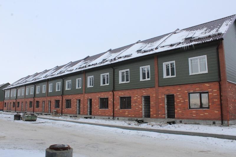 Жилой дом по адресу: ул. Парковая, 10. Вид на главный фасад. Ведутся внутренние работы по монтажу инженерных систем.