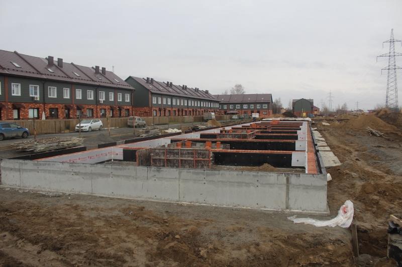 Жилой дом по ул. Вадима Туманова, 3а. Залили фундамент. Выполнили гидроизоляцию и утепление фундамента.