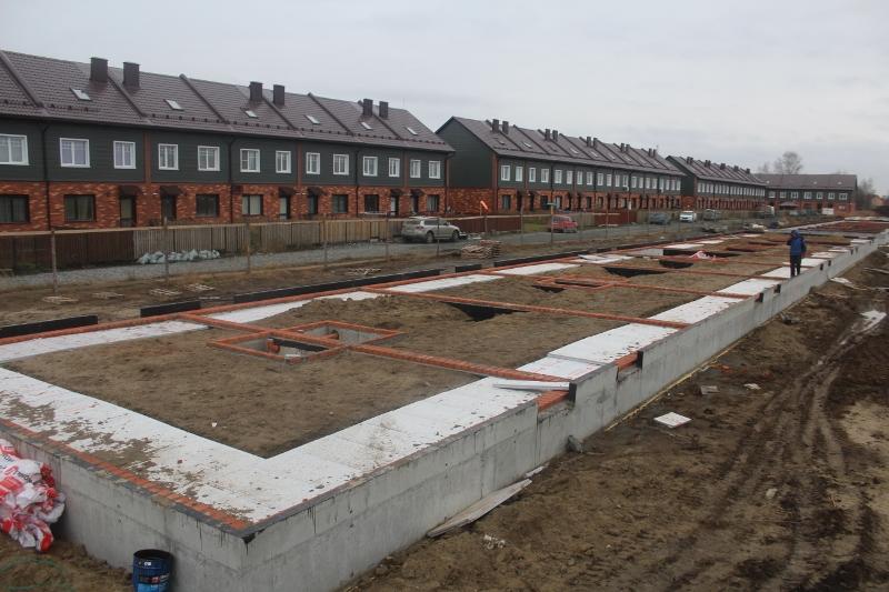 Жилой дом по ул. Вадима Туманова, 4а. Отсыпали песком и утеплили фундамент, скоро начнем бетонировать пол на первом этаже.