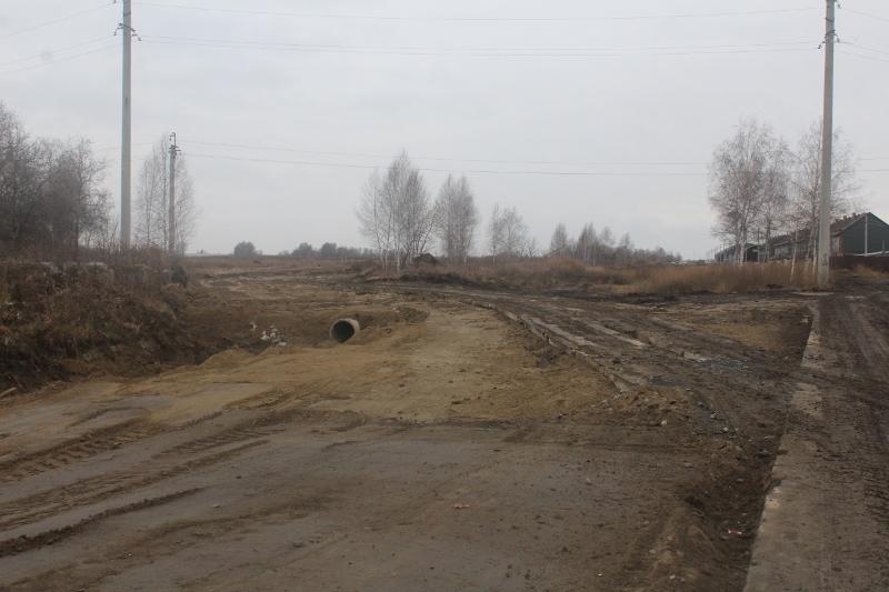 Строим новую строительную технологическую дорогу из демонтированных дорожных плит.