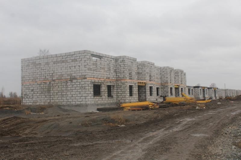 Квартал Согласия, 1. Вид на дворовой фасад. Готовы стены второго этажа на первой половине дома.
