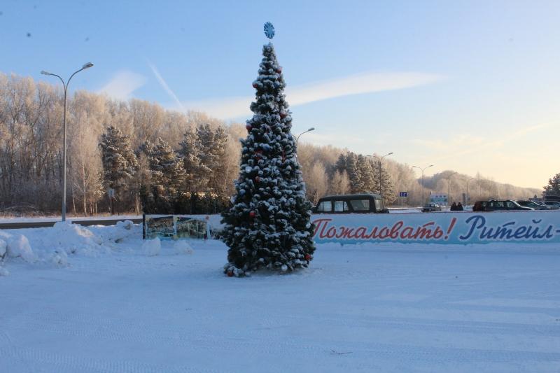 Установили новогоднюю ёлку на площадке Ритейл-парка. Новый год стал еще ближе! :-)