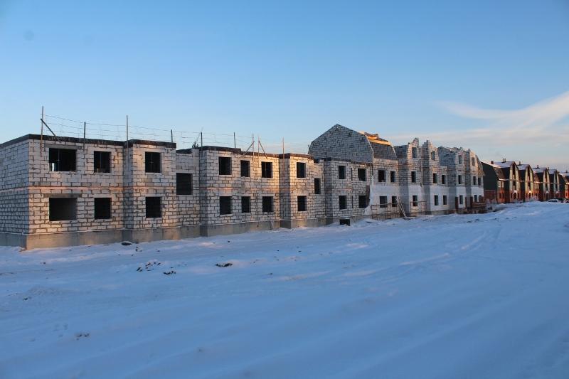 Многоквартирный дом квартал Согласия, 1. Вид на главный фасад. Осталось залить перекрытие и после начнем устройство 3-го этажа на второй половине дома.