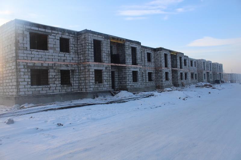 Многоквартирный дом: квартал Согласия, 1. Вид на дворовой фасад. Залили монолитное перекрытие 2-го этажа на 1-й половине дома.