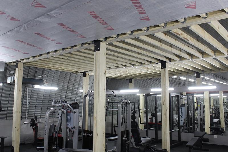 Появились колонны в тренажерном зале.