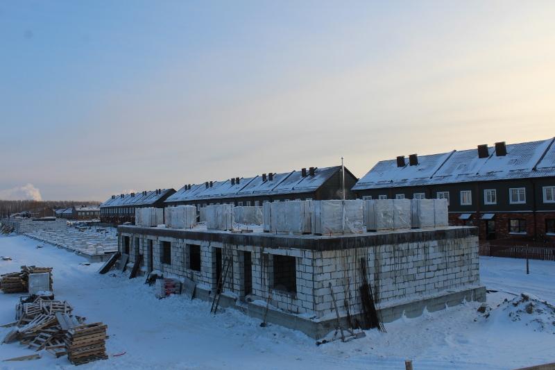 Жилой дом по ул. Вадима Туманова, 2а. Завезли сибит, на следующей неделе зайдут каменщики.