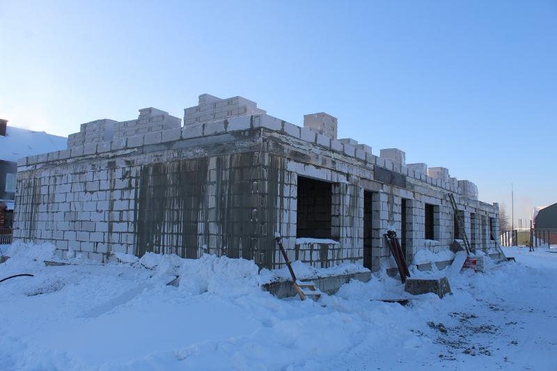 Жилой дом (таунхаус) по адресу: ул. Вадима Туманова, 2а. Начали кладку стен второго этажа, но к сожалению наступившие морозы немного затормозили работу в этом направлении.