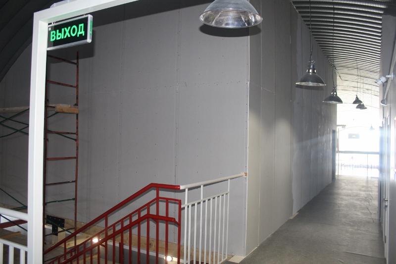 Появились стены в спортивном центре на втором этаже.