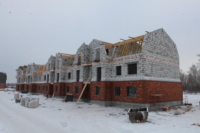 Квартал Согласия, 1. Установили окна на первом этаже всего дома.