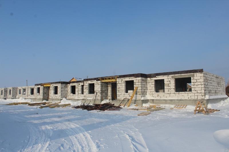 Многоквартирный дом квартал Согласия, 4. Выставляем и раскрепляем опалубку для монолитного перекрытия первого этажа.