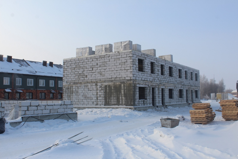 Жилой дом по ул. Вадима Туманова, 2а. Завозим сибит для стен третьего этажа, на днях зайдут сибитчики.