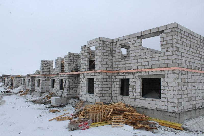квартал Согласия, 4. Начали поднимать стены второго этажа на половине многоквартирного дома.