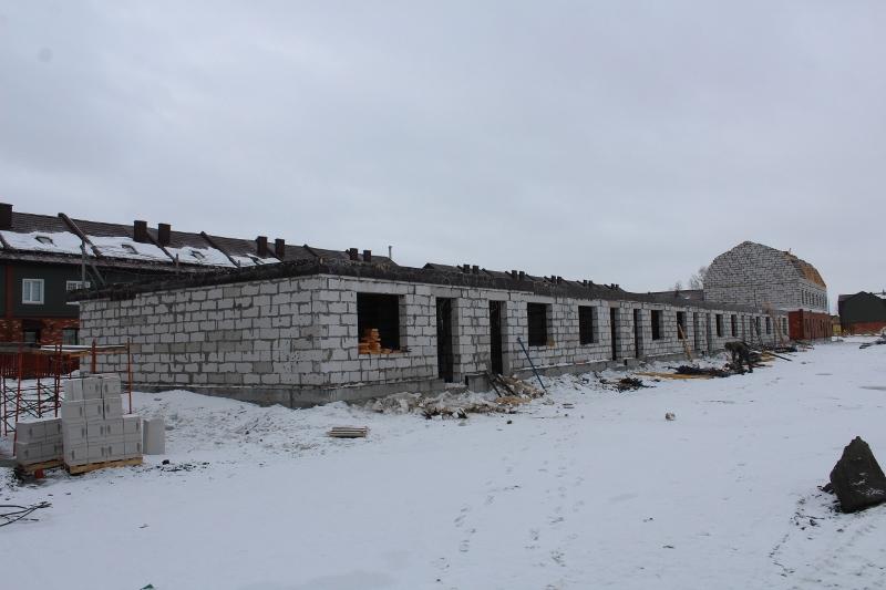 Вадима Туманова, 3а. Ведутся работы по устройству монолитного перекрытия первого этажа.