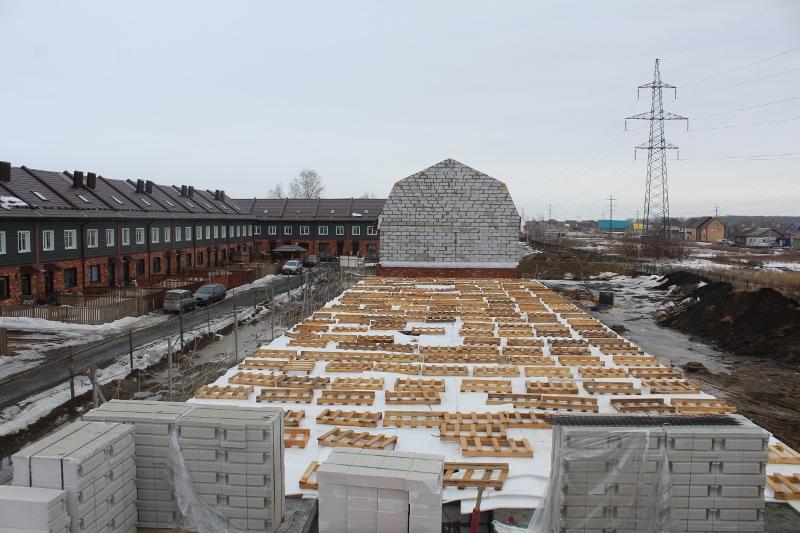 Вадима Туманова, 3а. То самое перекрытие, бережно укрыто и обогревается электропрогревом бетона.