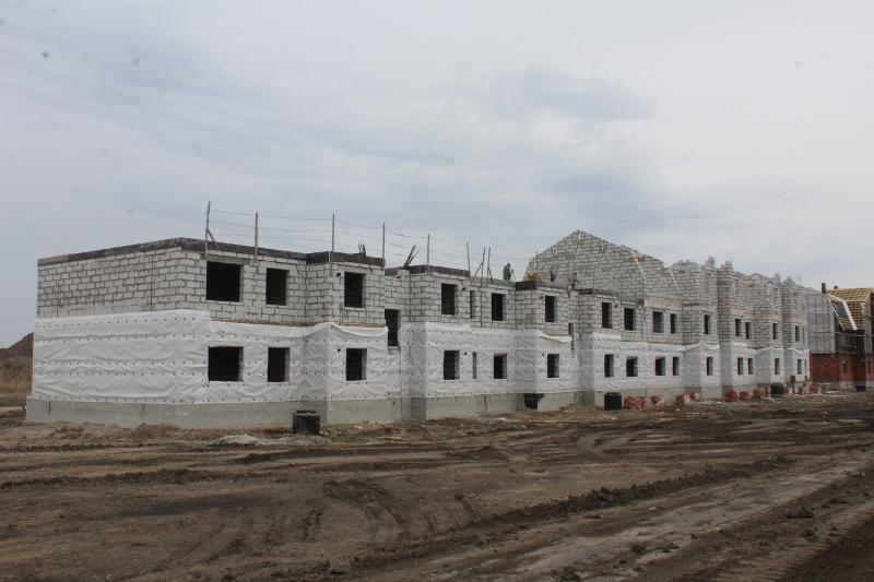 квартал Согласия, 2. Вид на главный фасад. Сегодня принимаем бетон на монолитное перекрытие второго этажа.
