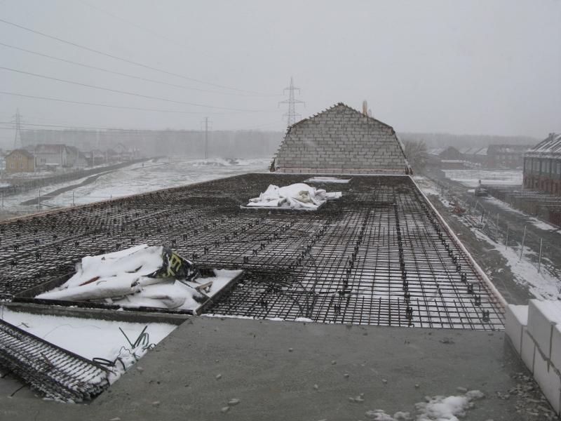 Вадима Туманова, 3а. На следующей недели примем бетон на монолитное перекрытие второго этажа последней половины дома.