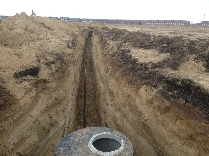 Уложенные трубы и смонтированные колодцы водопровода на ПП2.0.