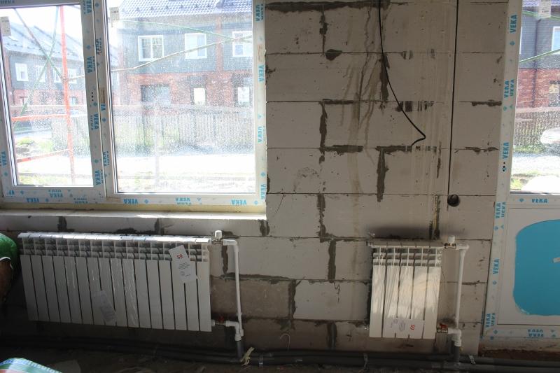 Вадима Туманова, 4а. Смонтировали отопление в секциях.
