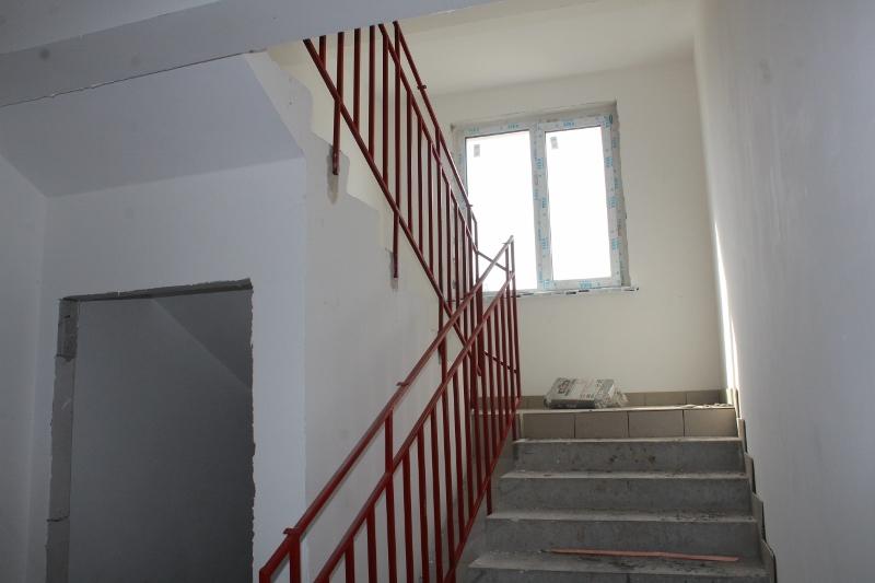 квартал Согласия, 1. Установили ограждения на лестнице в подъездах.