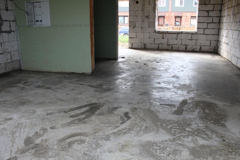 Вадима Туманова, 2а. Забетонировали пол на первом этаже, следом пойдет прокладка инженерных систем в стяжке пола.