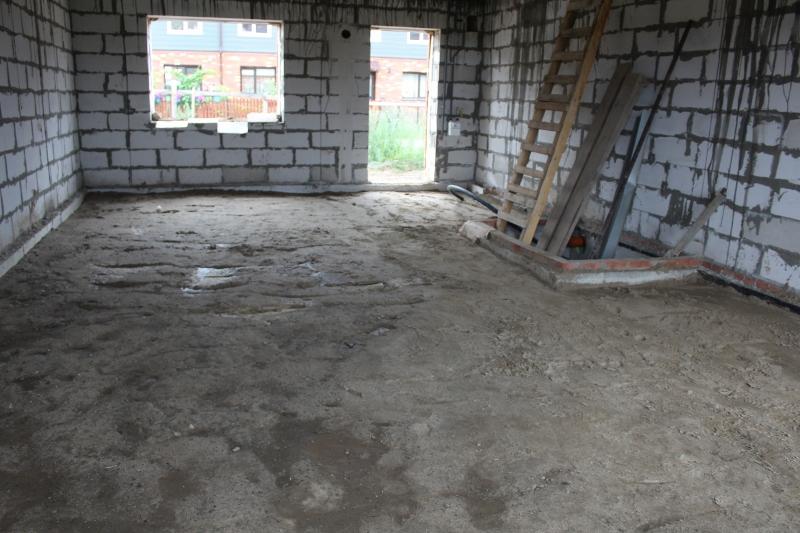 Вадима Туманова, 3а. В некоторых секциях уже выполнили обратную засыпку песком под устройство бетонного пола.