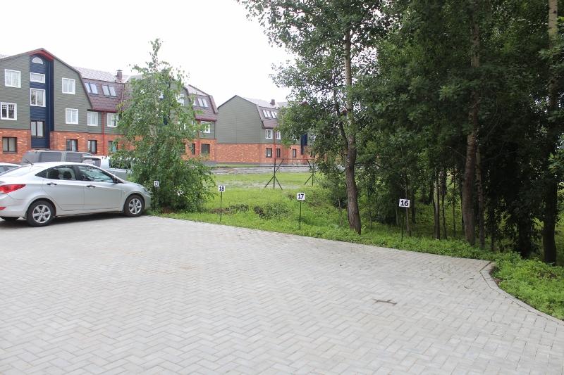 Установили парковочные таблички с номерами квартир со стороны многоквартирного жилого дома по ул. Парковая, 3.