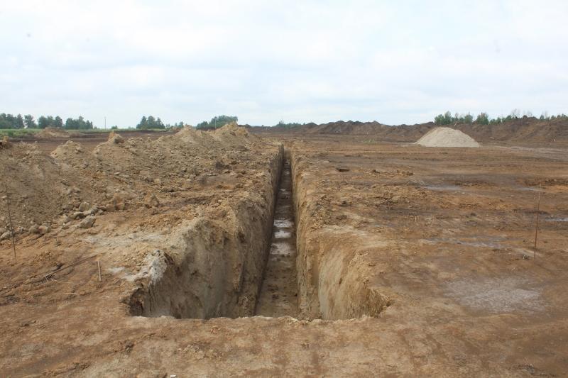 Не забываем продолжать прокладывать коммуникации на квартале Сегаловича. Здесь выкопана траншея под сеть канализации.